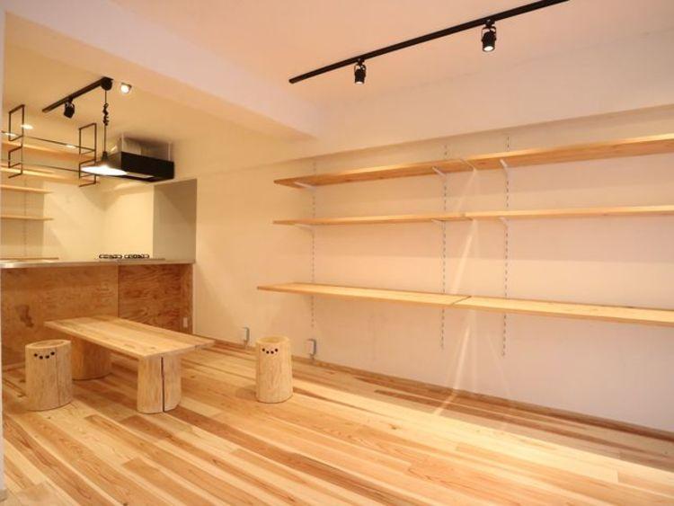 壁に設置した棚にはお好みで自由自在にディスプレイが楽しめます。