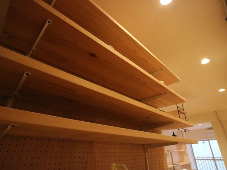 無駄を省き有効に活用した収納スペース。細々したモノを片付けられて便利です。