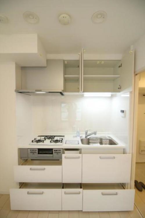 収納豊富なシステムキッチン!お料理の幅が広がりそうです。