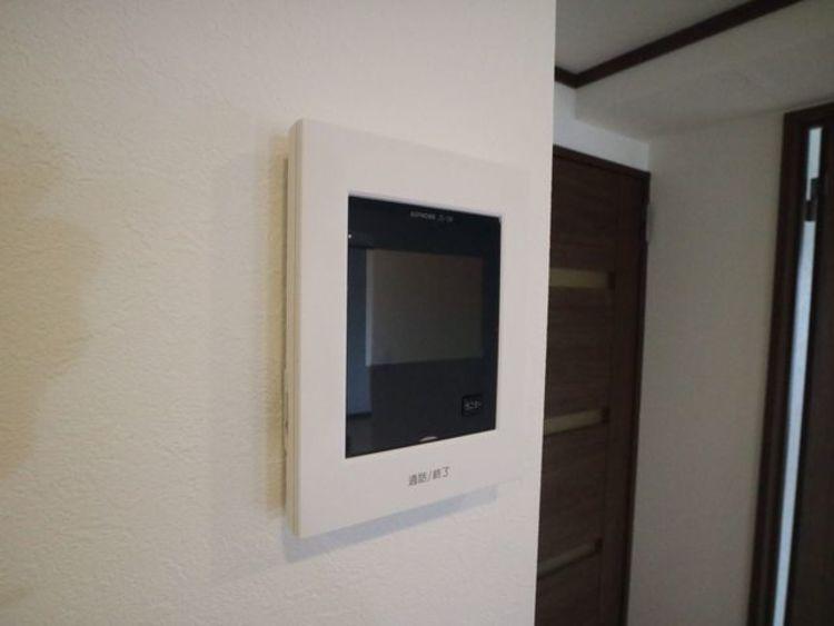 モニター付きインターホンあり。急な来客でも室内から顔が確認できると安心です。