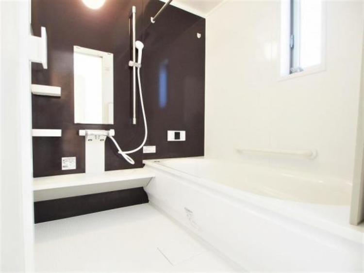 1坪以上の浴室です。足を伸ばしてゆったりバスタイム。