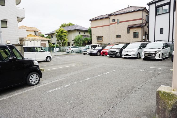 敷地内の駐車場です。最新の空き状況はご確認ください。
