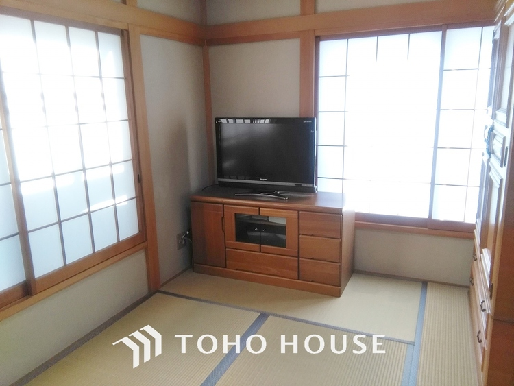 「寛ぎの和室」寛ぎの和空間や客間としての使い方は勿論、赤ちゃんや小さなお子様を遊ばせるスペースとしても重宝する和室は、多種多様な使い方が出来るので未だ廃れることのない日本の文化と言えますね。