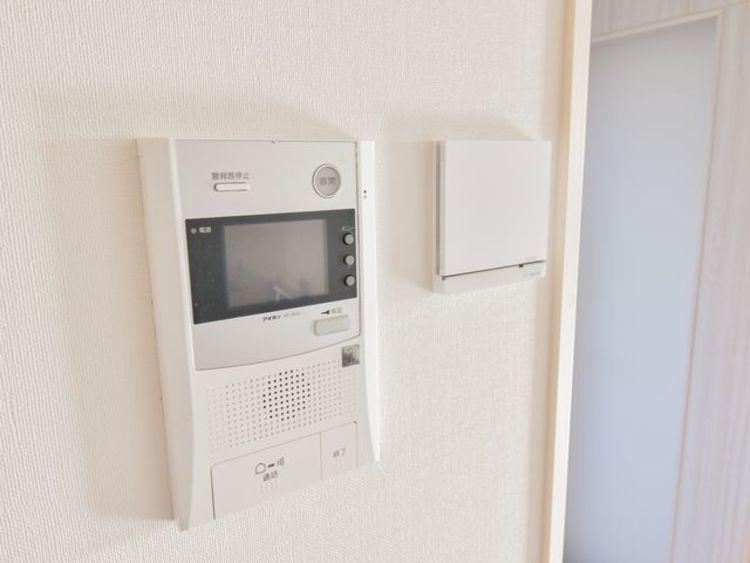 床暖房がついております。また、マルチインターフォンなので来客などの対応がスムーズにできます。