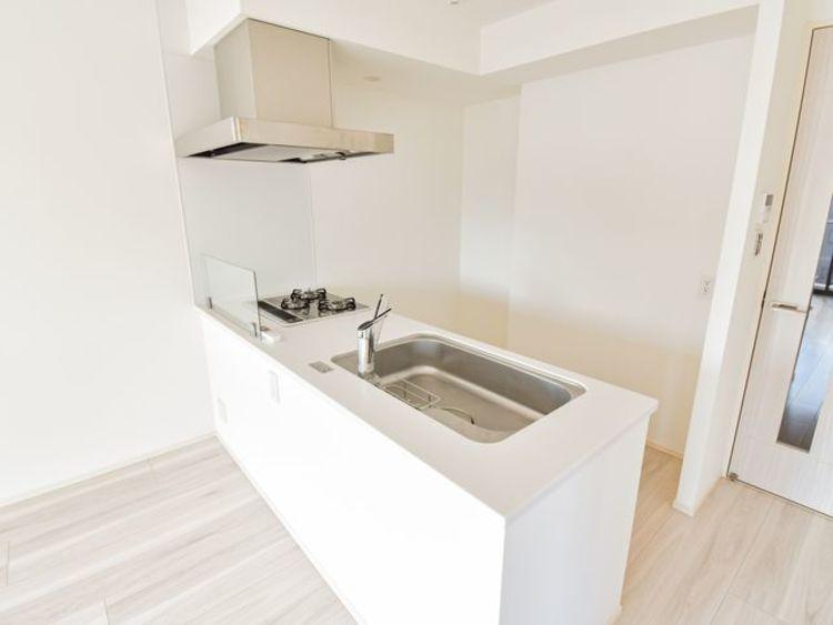 キッチンの幅は広く、カップボードを設置しても余裕が出るのでお料理もスムーズにおこなえます。