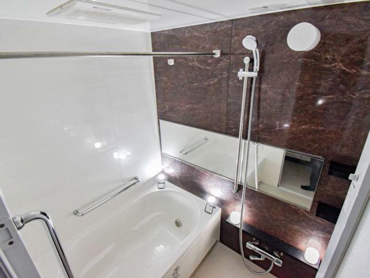バスルームは一日の疲れを洗い流す場所。心地よい空間でリラックスしましょう。