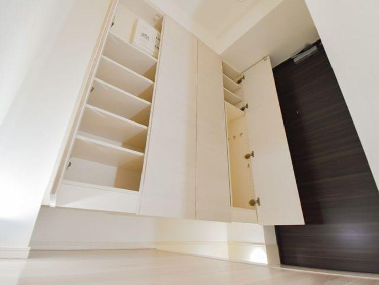 シューズインクロークは広くとられており、玄関をきれいにご使用できます。