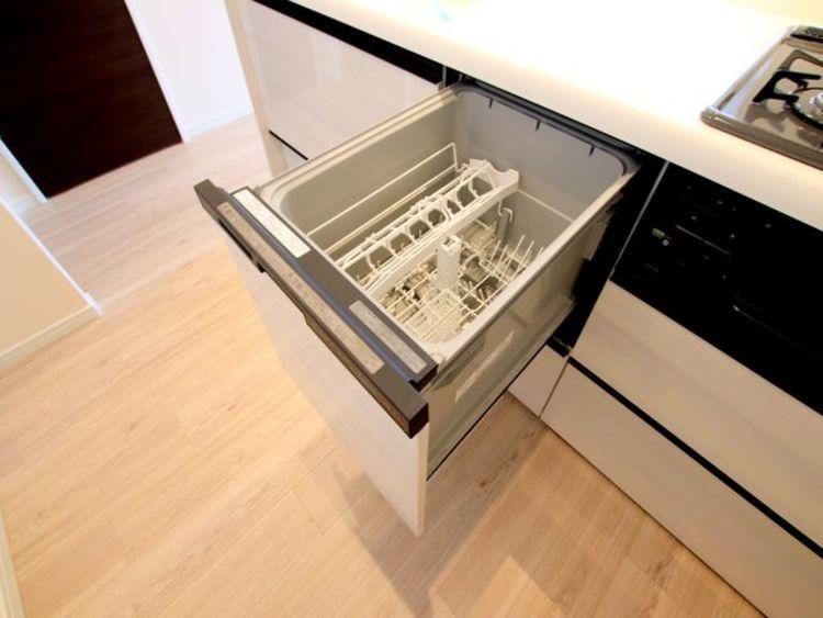 食洗器は水洗いの10分の1の水量で効率的に食器を洗浄できるあったら嬉しい設備です。