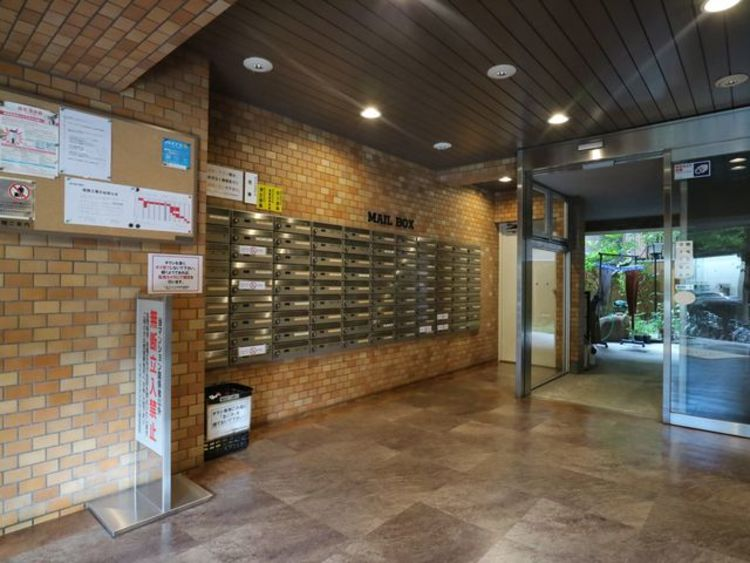 上質なデザインが落ち着きと高級感を与えます。お客様をもてなすのにぴったりなエントランス空間です。