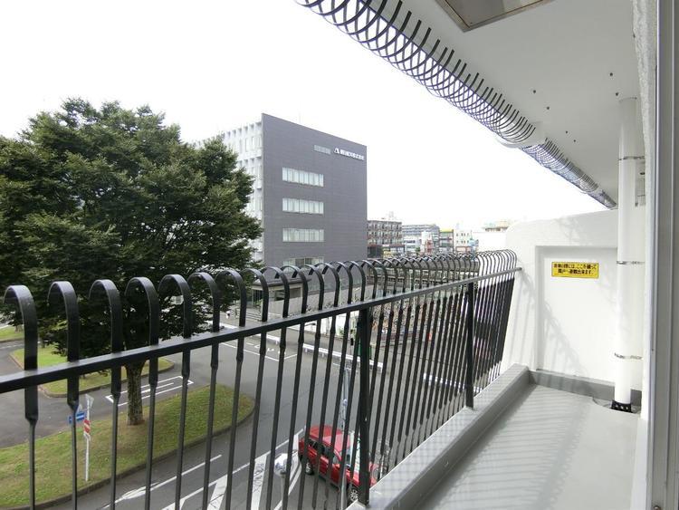西武新宿線「南大塚」駅徒歩約1分の立地です。