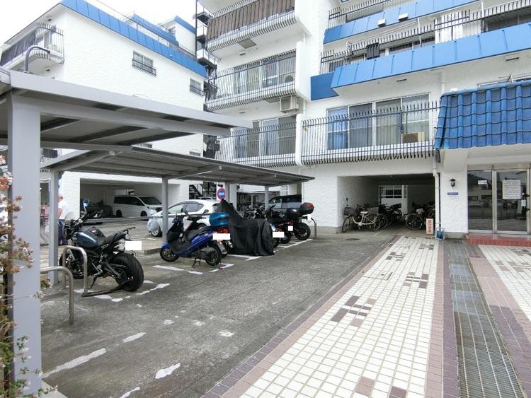 駐輪場・バイク置き場です。