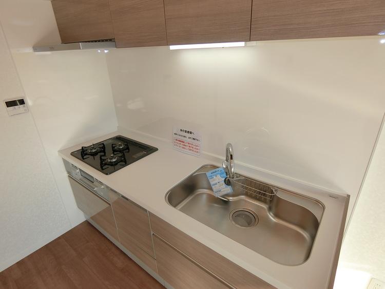 キッチン収納も多く、調理器具等整理整頓しやすいですね。