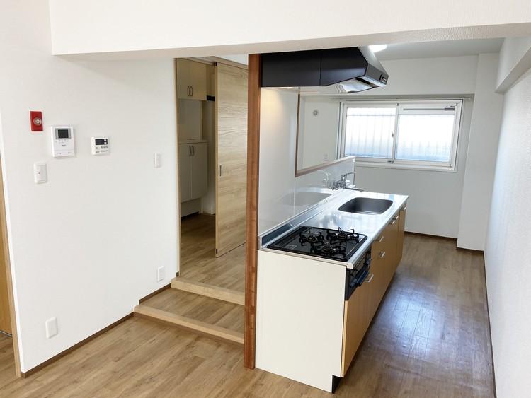 アイランドキッチンタイプで、開放的な空間ともに家族のコミュニケーションが広がります。