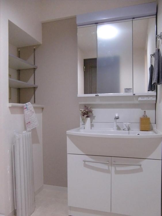 朝の支度にも便利な洗面化粧台です。