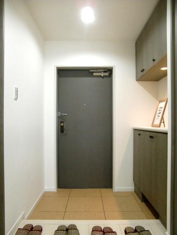 シューズボックス付きで、玄関がスッキリと片付きそうですね。