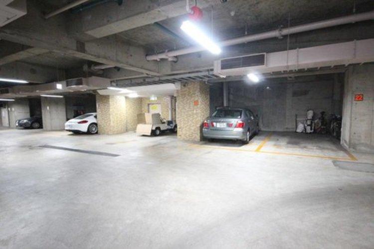 屋内の駐車場を備えていますので、雨の日でも楽々。※空き状況は都度ご確認下さい。