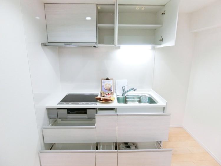 収納もございますので調理スペースもスッキリできそうですね。