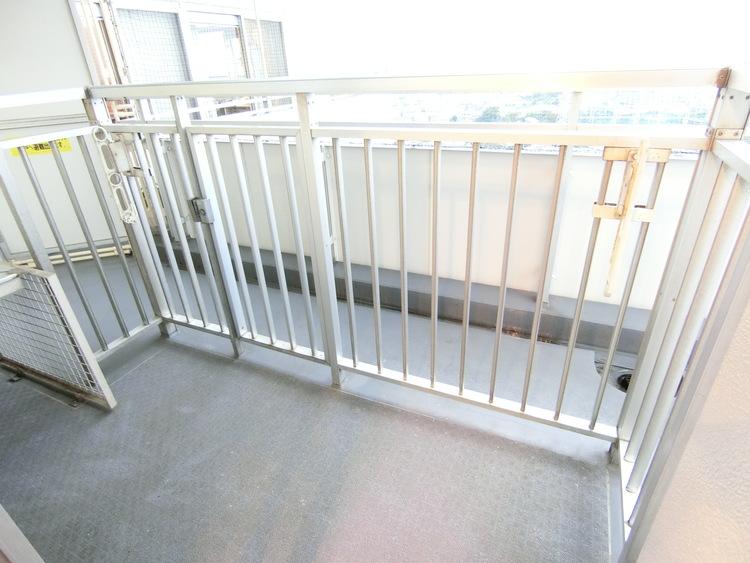 角部屋の3面バルコニーにつき眺望も良好なお住まいです。