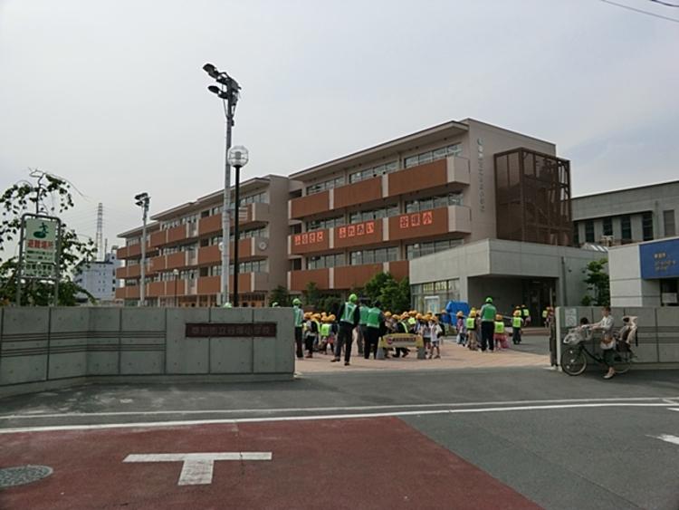 谷塚小学校 徒歩8分(約640m)