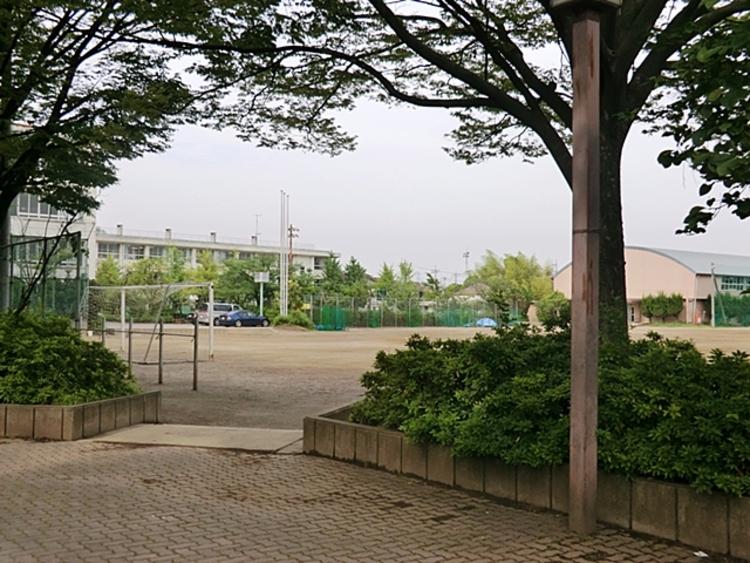 谷塚中学校 徒歩17分(約1360m)