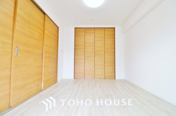 〜居室〜 クローゼットのあるお部屋。荷物を収納することでお部屋をスマートに見せることができます。気持ちの良い自分空間を。