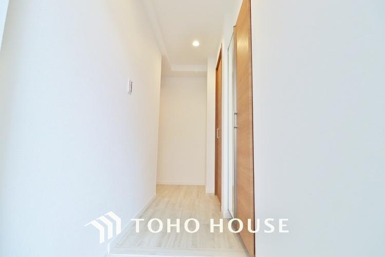 〜玄関〜 高級感と清潔感を感じるスッキリとシンプルで広々とした玄関はホテルエントランスを感じさせますね。