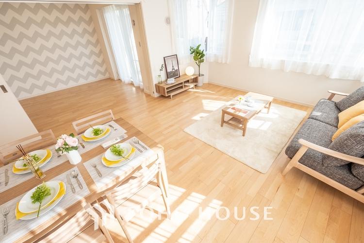 〜美しくリフォーム済〜 デザインリフォームされた室内は高級感が漂う雰囲気になっております。リフォームで付加価値をプラスし、ただの「住まい」ではなく「癒しのある空間」に仕上がっております。