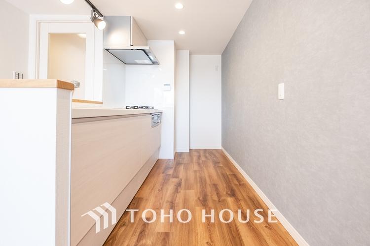 〜広々キッチン〜 大型の冷蔵庫やレンジボードもしっかり置ける広々としたキッチンスペースが大事。ゆとりある空間で作業ができるとお料理の腕も日に日に上がりそうな気がしてきます。