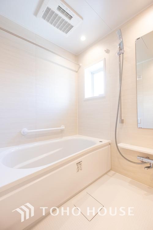 〜リフォーム済・浴室〜 リフォーム済の浴室です。天気に左右されずに洗濯物を乾かせる、浴室乾燥機・オートバス機能付きです。