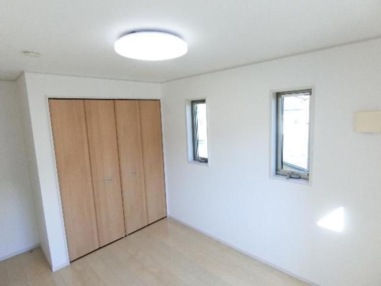 約6帖の洋室です。収納スペースもあるのでお部屋を有効的に使うことが出来ます。