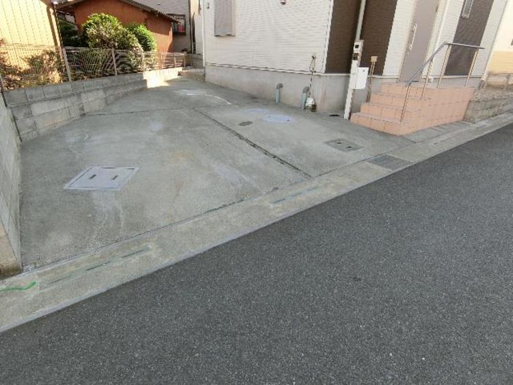 敷地内お車3台駐車可能ですので、ご家族で複数所有も急なご来客も対応できますね。