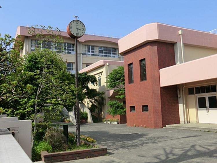 川崎市立王禅寺中央中学校 距離約900m