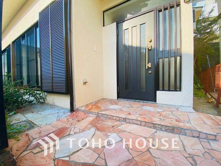 石畳が素敵な玄関アプローチ