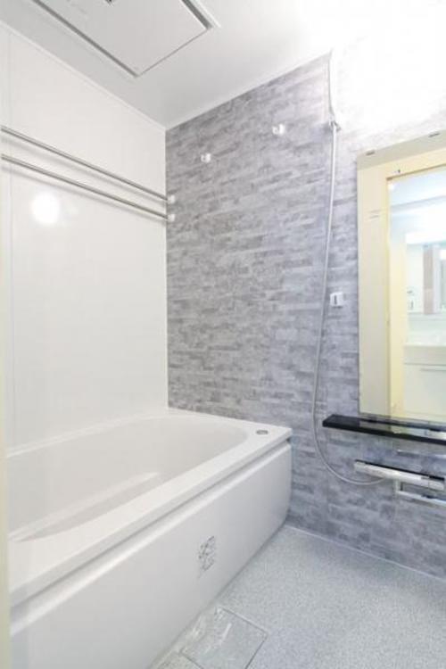 1日の疲れを癒してくれる広々とした浴室は癒しの空間としてカスタマイズが可能です。
