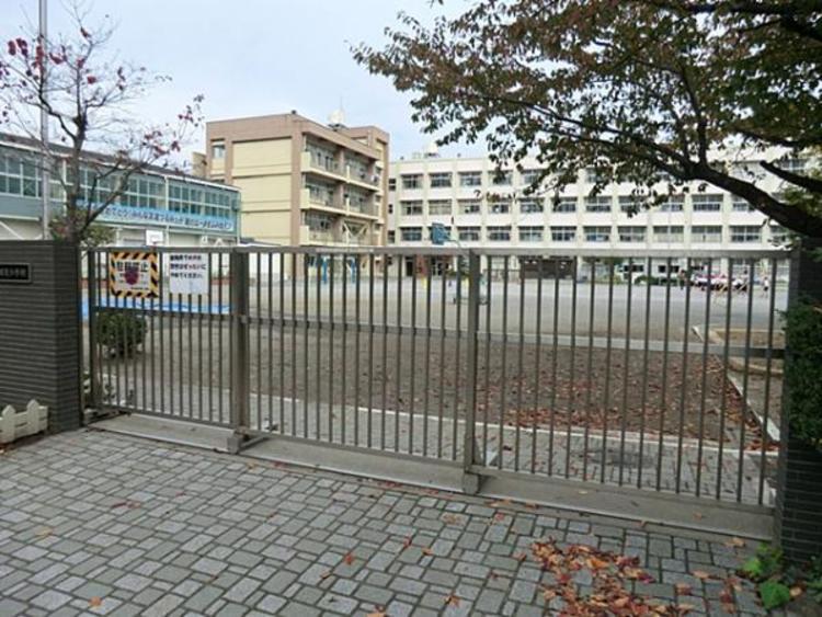 横浜市立鶴見小学校  580m