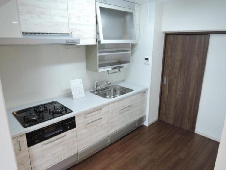 2ヵ所の出入り口が家事動線をスムーズにするキッチンスペース
