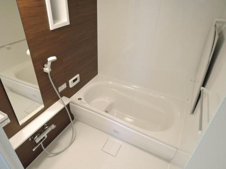 ゆったり寛げる浴室は便利な追い焚き機能付き