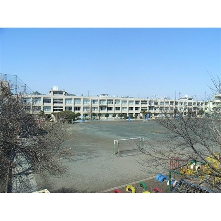 霞ヶ関小学校(約650m)