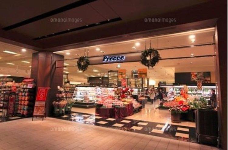 プレッセプレミアム 東京ミッドタウン店まで965m。鮮度にこだわった生鮮品から、和・洋・中各種お惣菜やお弁当、自店握りのお寿司、世界各国のワインなどを販売しています。