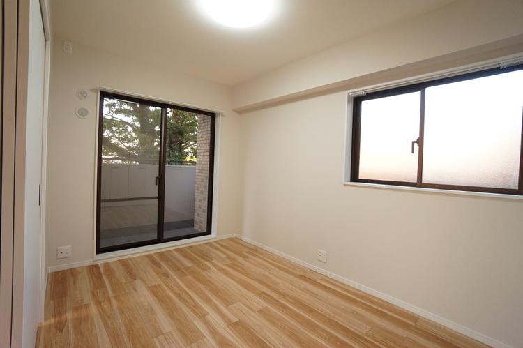 2面に窓があり開放的なお部屋です