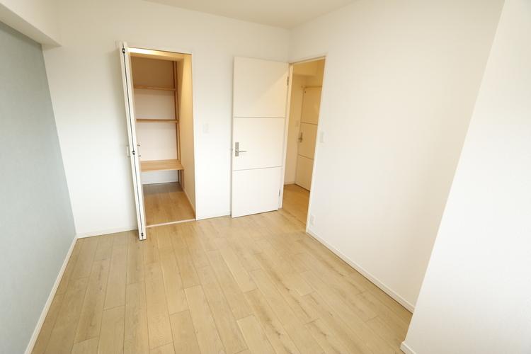 【洋室約4.5帖のお部屋】ウォークインクローゼットが備わったお部屋です!