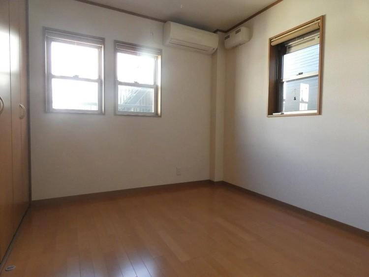 約6帖の洋室です。エアコンが付いております。