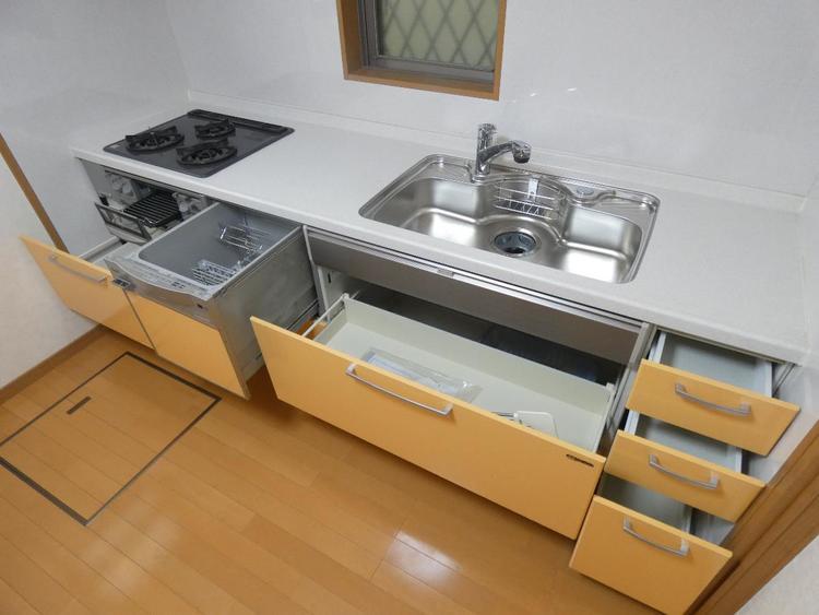スライド収納で使い勝手のよいキッチンです。