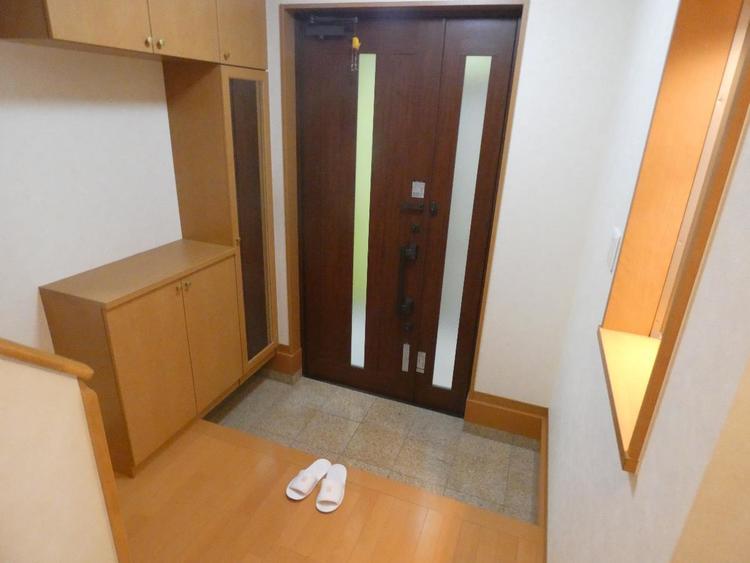 玄関にはシューズボックスがございます。