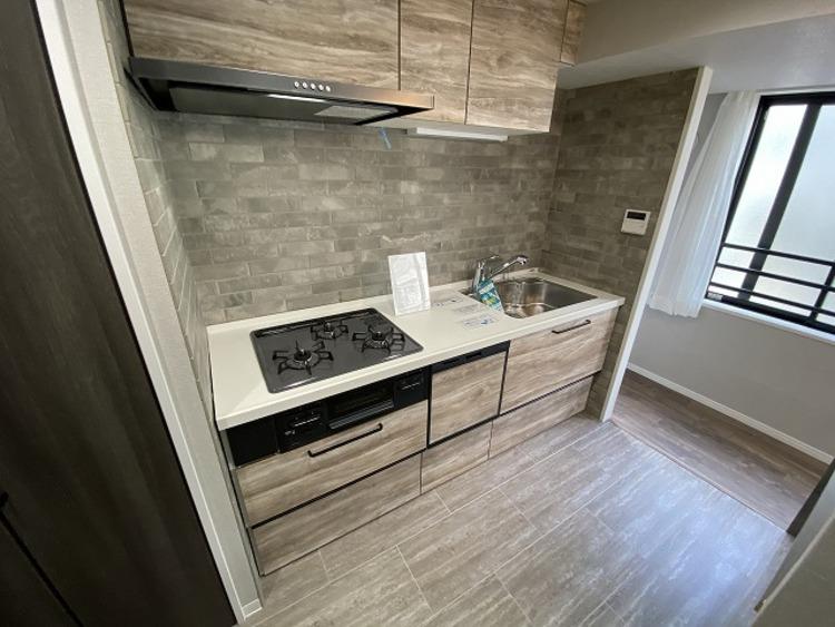 キッチンは使い勝手もさることながら、美しさも重要な要素の一つ。お部屋の雰囲気や質感と調和し、インテリアとしての魅力を高め、家族で過ごす時間を豊かにします。