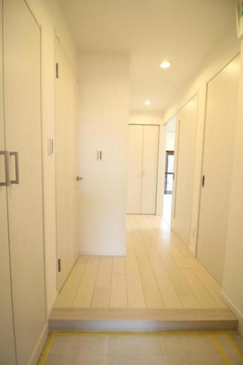 マイホームへの入り口です。大容量のシューズボックスで、増えがちな靴もしっかり収納!