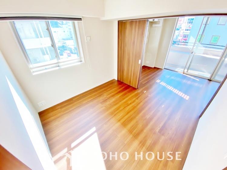 〜5.1帖居室〜 主寝室は十分な広さに加えて、快適に目覚められるよう、大きな採光窓を設けました。新しい一日を、気持ちよくスタートできる、寝室にピッタリのお部屋です。