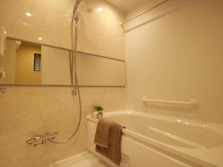 疲れを癒す場所だからこそ快適・清潔な空間で心も体もオフになる時間をお楽しみください。浴室乾燥機完備で快適に。