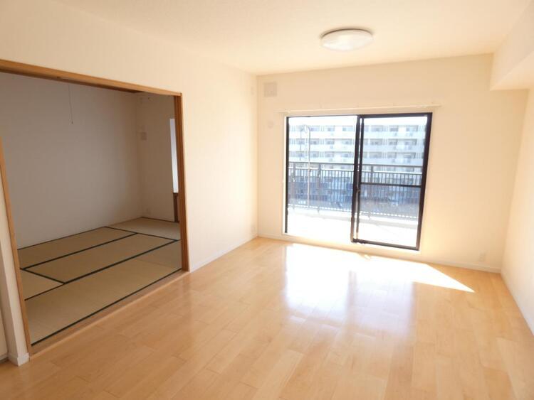 LDKは約13帖で、オープンな和室とつなげると約19帖の広々とした空間に。ご家族揃ってゆったりとお寛ぎいただけます。