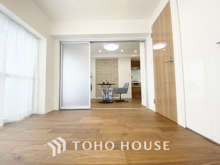 【A room】暮らし心地を大きく左右する収納を、適材適所に配置し使い勝手を考慮しました。空間を余すところなく有効利用した収納は生活空間をより上質なものへ、空間量がもたらすゆとり